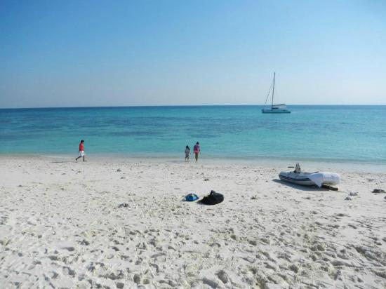 Al Daymaniyat Island - pristine sand and crystal blue water
